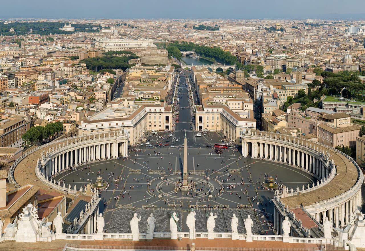 Der Petersplatz in Rom aus der Vogelperspektive